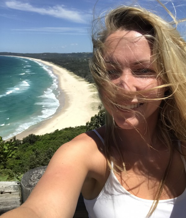 Vy ner mot Tallows Beach från Cape Byron Lighthouse ?